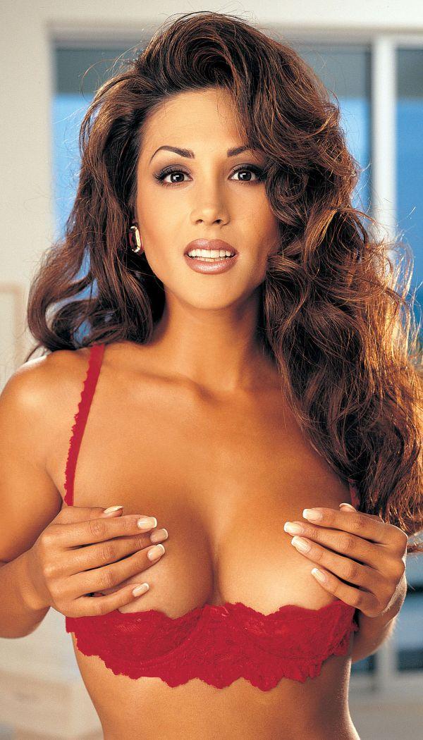 Женщины с большой открытой грудью107